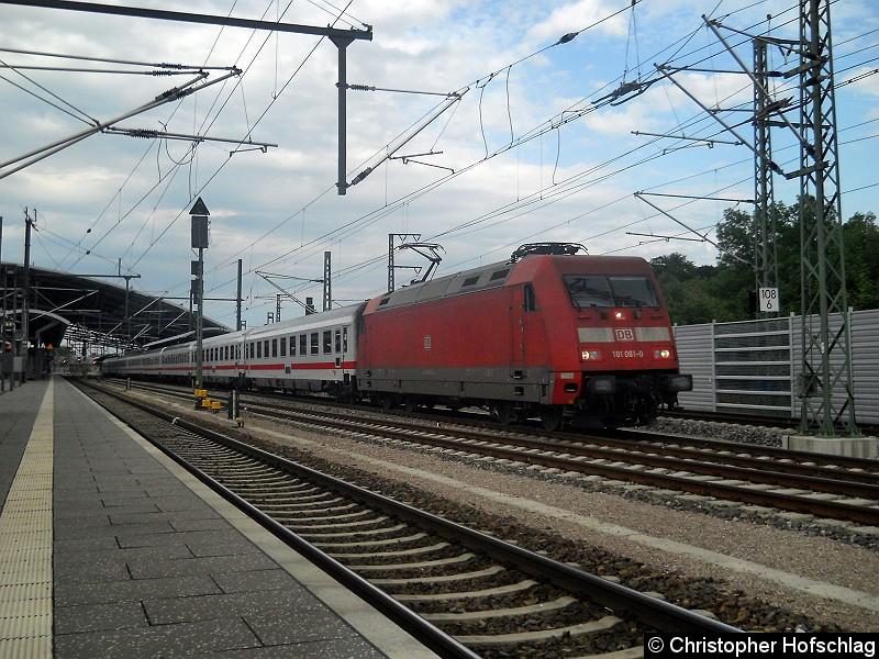Bild: BR 101 an einem IC bei der Ausfahrt aus Erfurt.