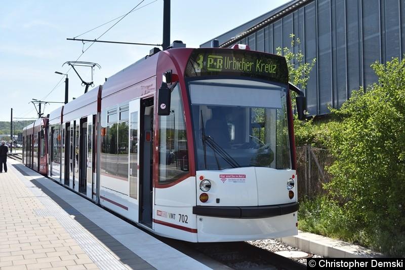TW 702+701 als Linie 3 am Urbicher Kreuz.