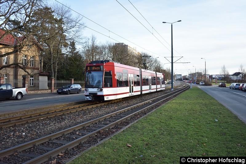 TW 602 als Linie 6 kurz vor der Haltestelle Universität