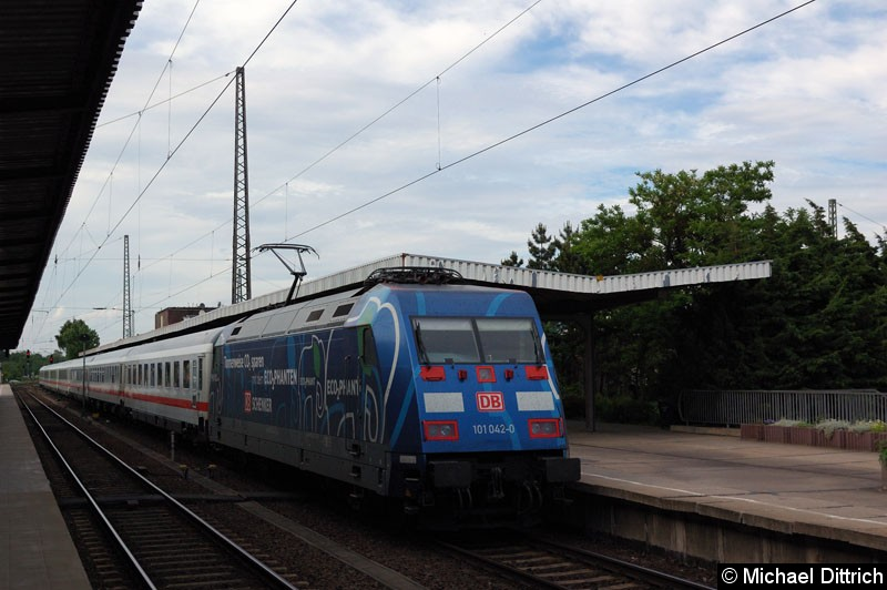 Bild: 101 042 am IC 2047 in Magdeburg Hbf.
