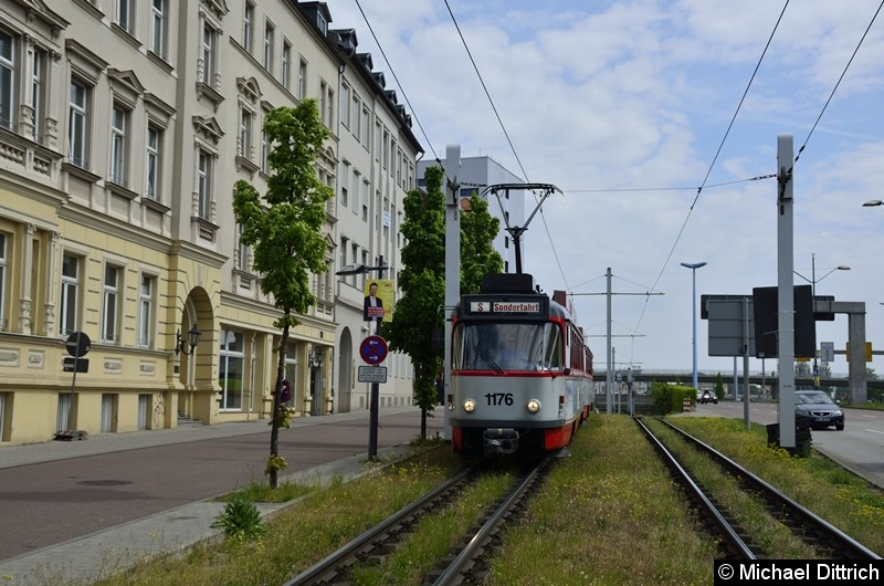 Sonderfahrt mit 1176 + 204: In der Franckestraße zwischen den Haltestellen Riebeckplatz und Franckeplatz.