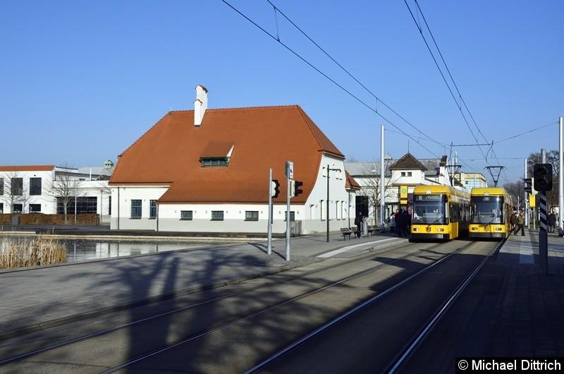 2513 begegnet an der Haltestelle Messe dem 2511. Beide fahren als Linie 10.