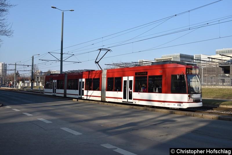 TW 614 als Linie 6 zwischen den Haltestellen Klinikum und Universität