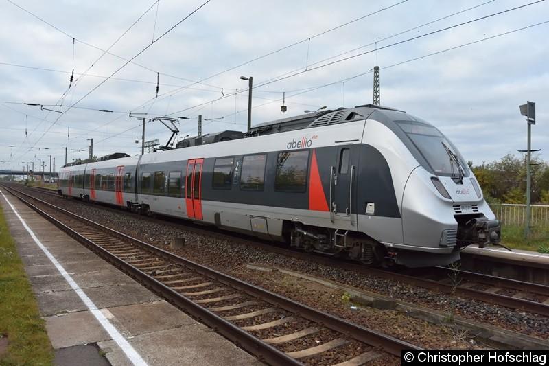 9442 611 beim Fahrgastwechsel in Bahnhof Erfurt Ost.