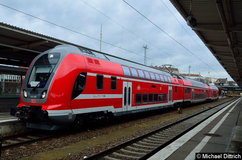 Mit etlichen Jahren Verspätung bekommt die DB Regio in Berlin/Brandenburg ihre bestellten Twindex. Hier der 445 009 bei einer Probefahrt im Fahrgastverkehr als RB 24 im Bahnhof Berlin-Lichtenberg.