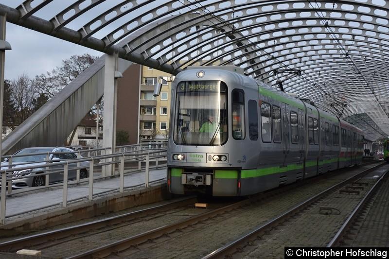 TW 2594+2520 als Linie 3 beim Verlassen der Haltestelle Noltemeyerbrücke.
