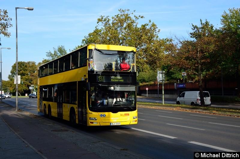 3148 als Linie 137 auf dem Altstädter Ring in Richtung Rathaus Spandau.