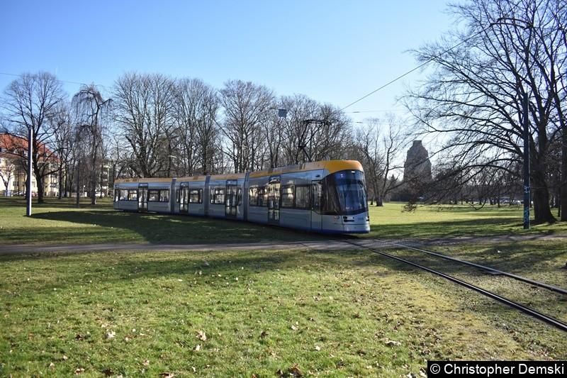 TW 1019 als Linie 4 in der Gleisschleife in Wihelm-Külz-Park(Naunhofer Straße)