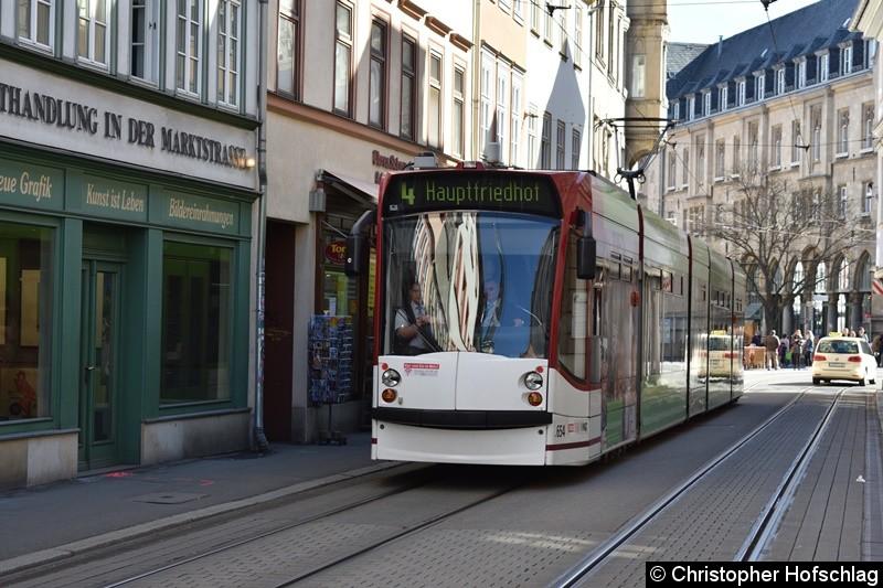 TW 654 als Linie 4 in Richtung Hauptfriedhof in der Marktstraße.