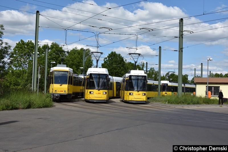 TW 6004+6041 und zwei GT6-Traktionen in der Schleife Falkenberg.