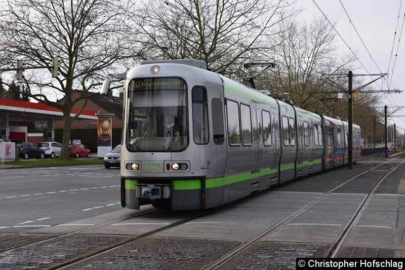 TW 2501 als Linie 10 bei der Einfahrt in die Endstelle Ahlem