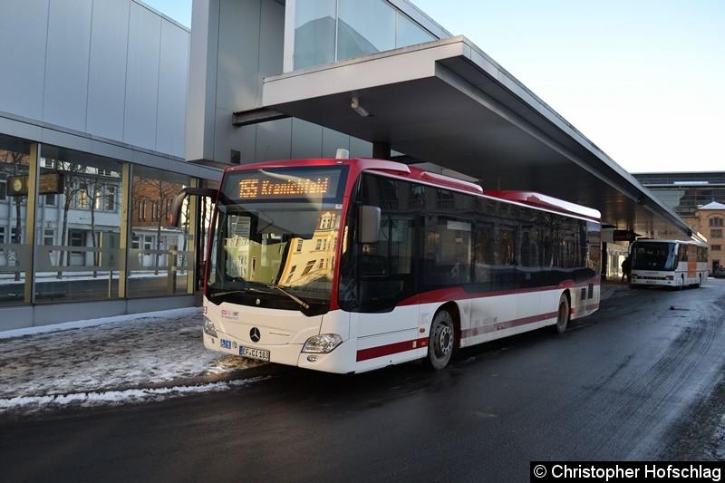 Wagen 183 als Linie 155 nach Kranichfeld pausiert am Busbahnhof.