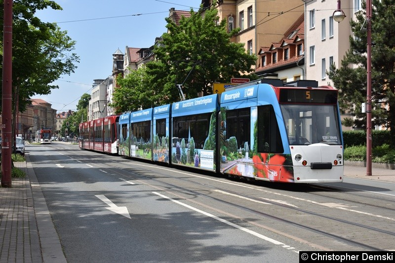 TW 649+625 als Linie 5 in Richtung Thüringenhalle kurz vor der Haltestelle Kaffeetrichter.