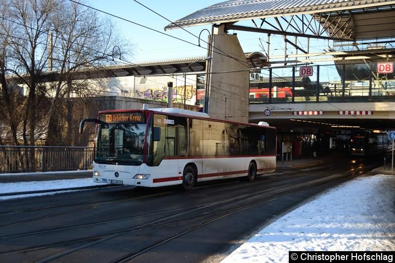 Wagen 162 als Linie 60 zum Urbicher Kreuz, beim Verlassen der Haltestelle Hauptbahnhof.