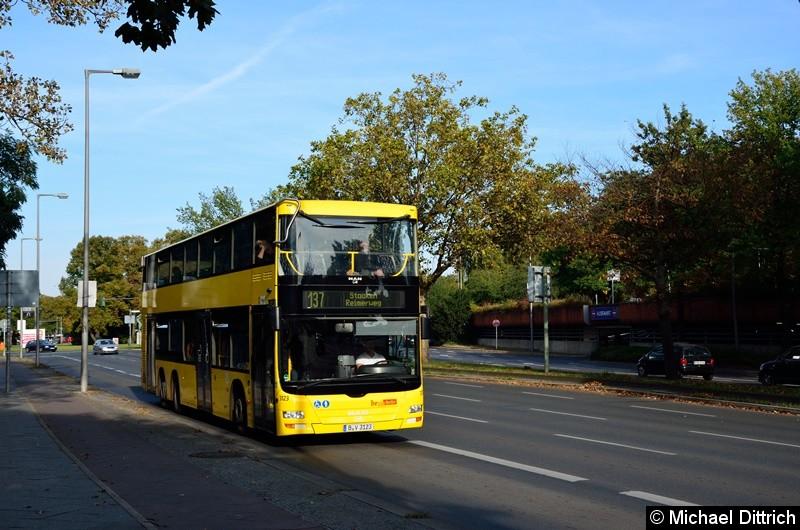 3123 als Linie 137 auf dem Altstädter Ring in Richtung Rathaus Spandau.