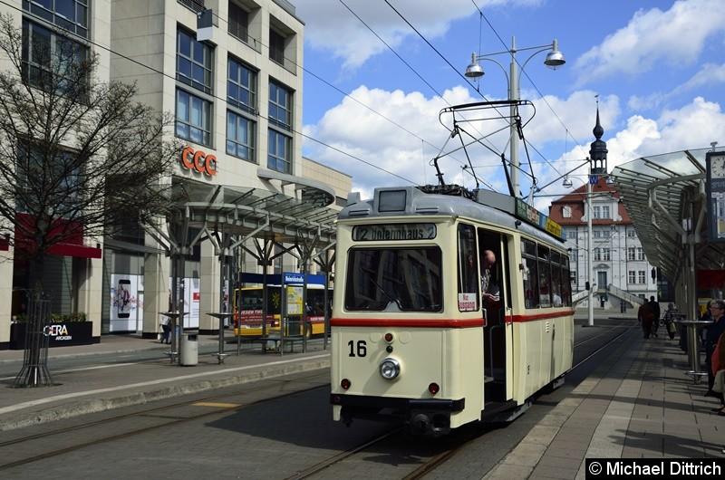 Wagen 16 auf Wahlkampffahrt. Hier an der Haltestelle Heinrichstraße auf dem Weg zur Endstelle Untermhaus.