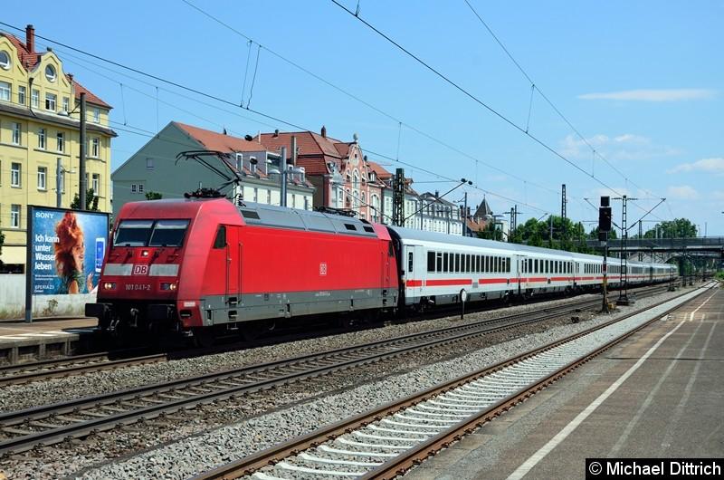 Bild: 101 041 mit dem EC 218 in Esslingen (Neckar).