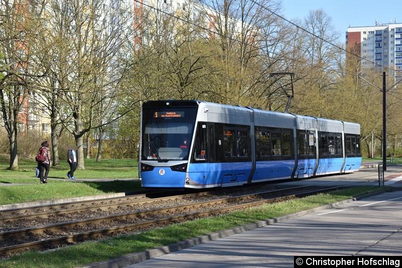 TW 601 beim Verlassen der Haltestelle Turkuer Str.