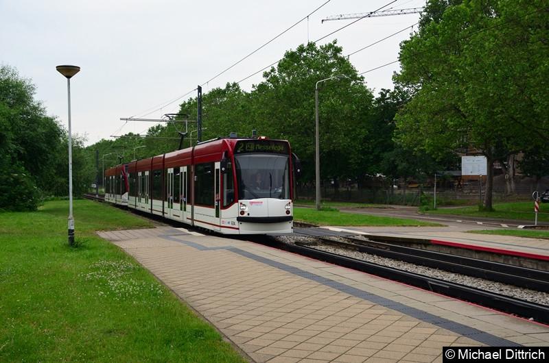Combino 634 und 724 erreicht als Linie 2 die Haltestelle Färberwaidweg.