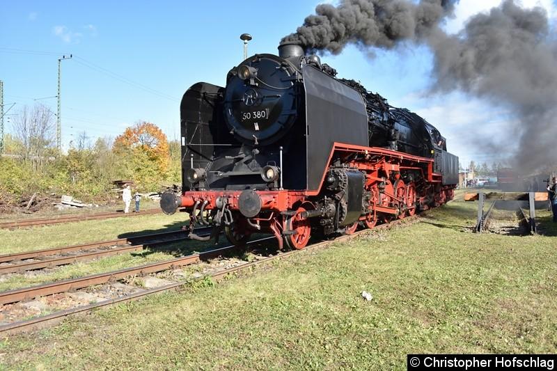 50 380 bei der Ausfahrt in BW Weimar.