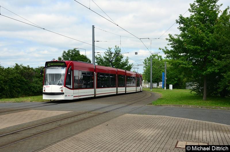 Combino 645 und 706 erreichen als Linie 2 die Endstelle Messe/ega.