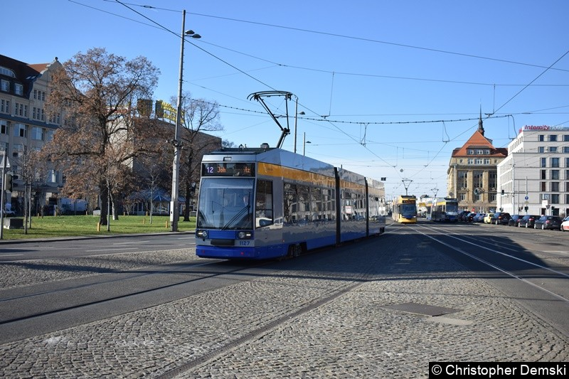 TW 1127 als Linie 12 kurz vor der Haltestelle Hauptbahnhof