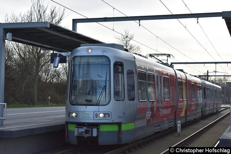 TW 2005+2010 als Linie 3 an der Endstelle Altwarmbüchen