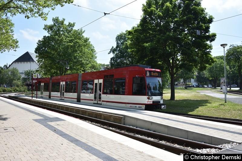 TW 602 als Linie 6 an der Endstelle Thüringenhalle.